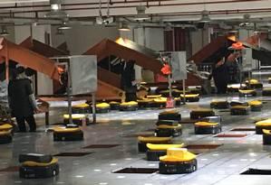 """Como um game. Robôs distribuem as encomendas para os caminhões. Automação e ligação entre armazéns na """"nuvem"""" dão agilidade à empresa de entregas STO Foto: Vivian Oswald / Vivian Oswald"""