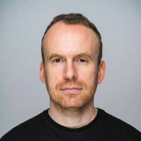 O escritor inglês Matt Haig, que lança o livro