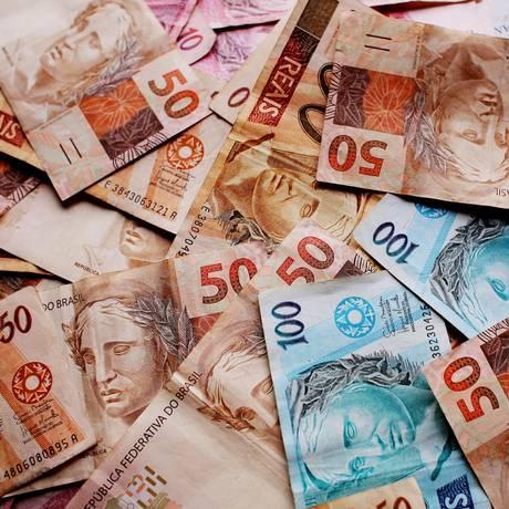 Moeda real - notas de cinquenta reais, cem reais e dez reais