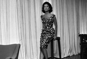 Uma das mais elegantes mulheres brasileiras, Carmen Mayrink Veiga sempre chamou a atenção pelo seu estilo impecável, como no clique ao lado, de 1961 Foto: Arquivo / Agência O Globo