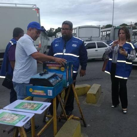 Fiscais do Ipem/RJ atendem denúncia e apreendem balanças irregulares Foto: Divulgação