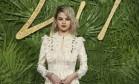 Estrelas como a cantora Selena Gomez passaram pelo tapete vermelho do British Fashion Awards 2017, a mais importante premiação de moda do Reino Unido, nesta segunda-feira Foto: Joel C Ryan / Joel C Ryan/AP