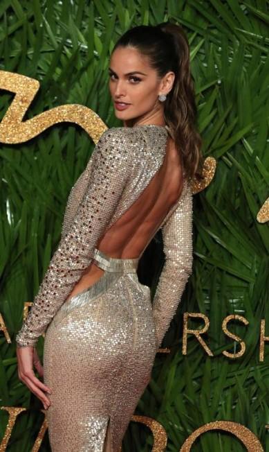 A modelo brasileira Izabel Goulart brilhou num vestido Julien Macdonald DANIEL LEAL-OLIVAS / AFP