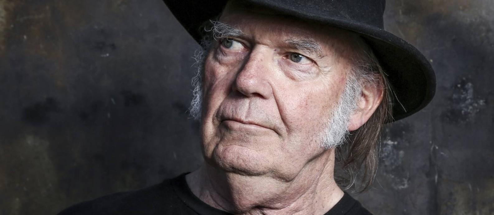 O cantor e compositor Neil Young disponibilizou seus discos na internet Foto: Rich Fury / AP