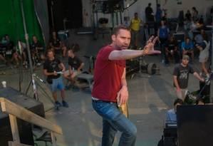 O diretor Bryan Singer no set de 'X-Men: Apocalipse', em 2016 Foto: Divulgação
