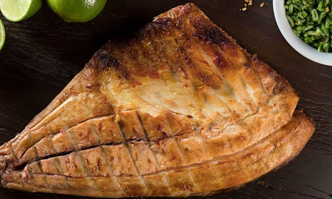 Costela de tambaqui é uma das apostas da nova galeteria de Ipanema, a Garnizé: é peixe da Amazônia temperado e assado na brasa (R$ 95, serve duas pessoas). Rua Farme de Amoedo 52, Ipanema (2287-8173). Divulgação/Rodrigo Azevedo