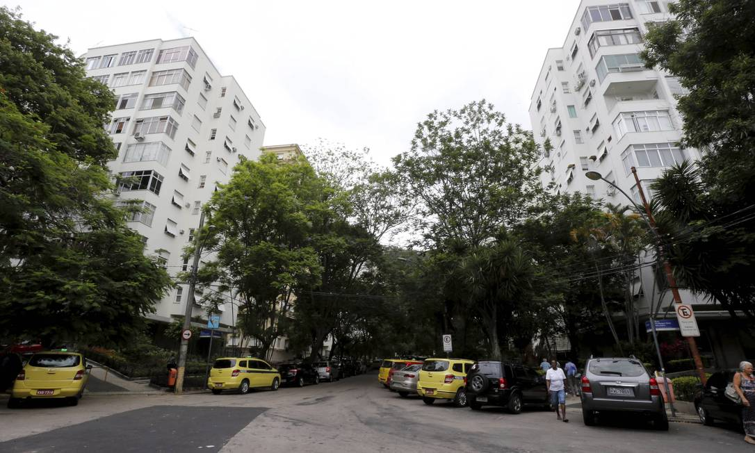 Polêmica entre moradores da Rua General Glicério com instalação de cabine Foto: Domingos Peixoto / Agência O Globo