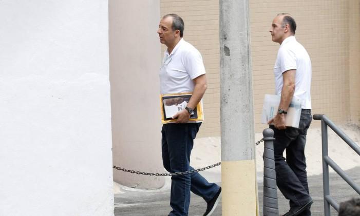Sérgio Cabral e o ex-secretário Wilson Carlos chegam para prestar depoimento à Justiça Federal Foto: Pedro Teixeira / Agência O Globo