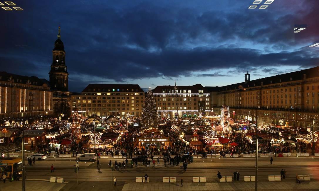 Tradicional feira de Natal em Dresden, na Alemanha Foto: MATTHIAS SCHUMANN / REUTERS