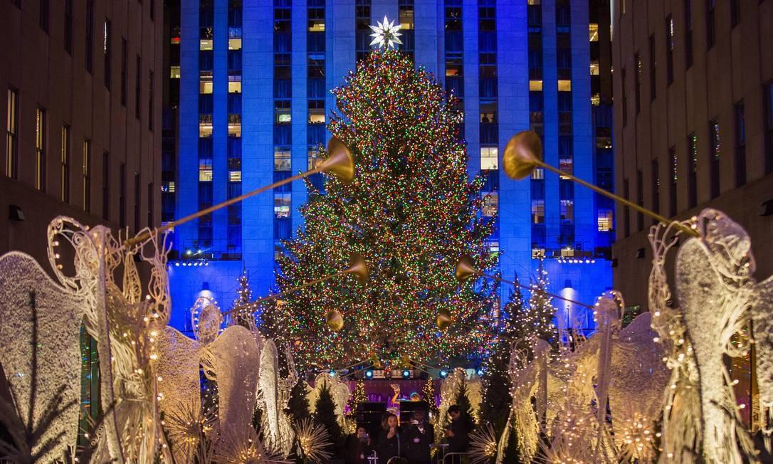 A tradicional árvore de Natal do Rockefeller Center em Nova York, nos Estados Unidos Andres Kudacki / AP