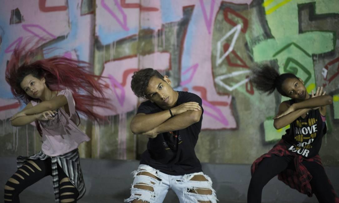 No Vidançar há turmas também de hip hop. São quase 200 alunos, incluindo os dos balés clássico e contemporâneo Foto: Julio Cesar Guimaraes / Agência O Globo