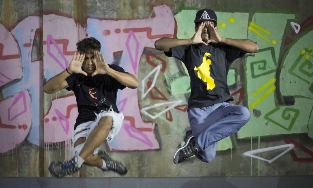 Do Vidançar participam crianças, jovens e adultos, em idades que vão dos 5 aos 23 anos. São 7 turmas de balé e 4 de hip hop Foto: Julio Cesar Guimaraes / Agência O Globo