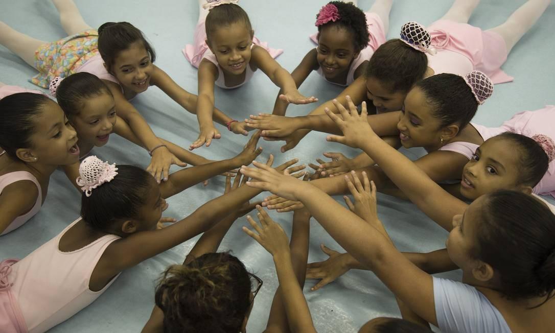 O Vidançar rende frutos. Dois alunos do projeto foram estudar no Balé Bolshoi, em Joinville, Santa Catarina Julio Cesar Guimaraes / Agência O Globo