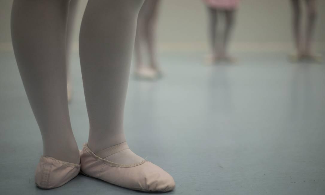 O Vidançar oferece às crianças do Complexo do Alemão, na Zona Norte do Rio, oportunidades de se desenvolver no balé clássico Julio Cesar Guimaraes / Agência O Globo