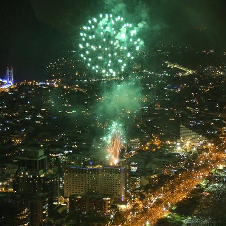 Iluminado. A queima de fogos do ano passado na Barra Foto: Divulgação/Will Abreu