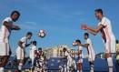 Jogadores do Fla participam de treino no CT do Boca Juniors, em Buenos Aires Foto: Gilvan de Souza