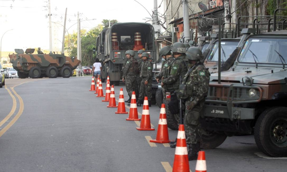 As forças de segurança deflagram uma operação, nesta quarta-feira, em comunidades da Zona Norte do Rio Paulo Nicolella / Agência O Globo