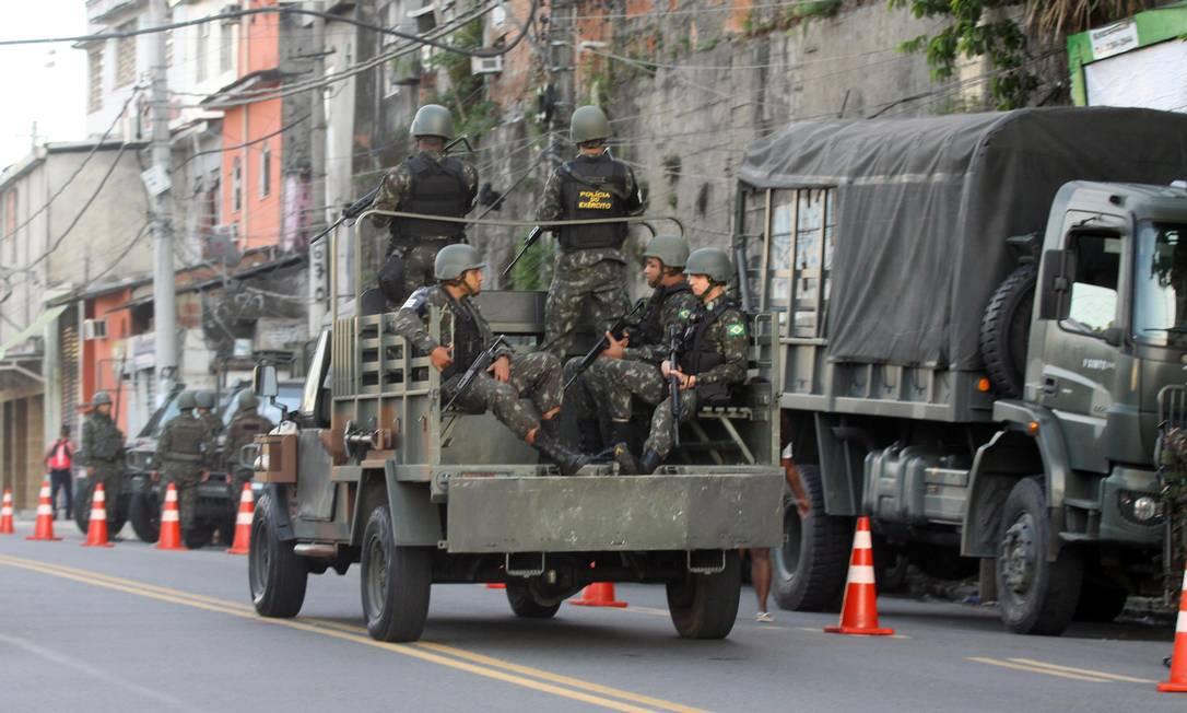 O espaço aéreo das regiões onde as forças de segurança atuam está controlado — há restrições dinâmicas para aeronaves civis Paulo Nicolella / Agência O Globo