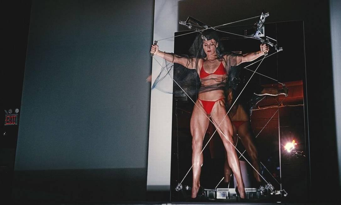 """Joelle Lombardi ilustra setembro. Segundo o """"Daily Mail"""", a inteção de Carine Roitfeld era mostrar como ela vê as diversas formas de beleza em corpos diversos. """"Durante a minha carreira, defendi a diversidade de raça e formas"""", afirmou. """"Esse elenco inclui tanto modelos icônicas como novos rostos, em uma representação moderna da beleza e do corpo. É sobre a multiplicidade da mulher em 2018"""", completou Steven Klein / Divulgação"""