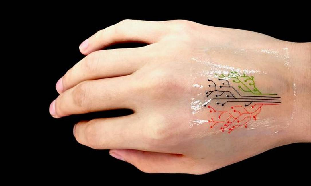 A tatuagem possui células que brilham na presença de diferentes estímulos químicos Foto: / MIT