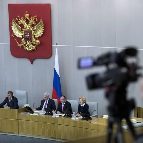 A câmara baixa do Parlamento russo votou para banir correspondentes de meios de comunicação norte-americanos de assistir suas sessões Foto: Pavel Golovkin / AP