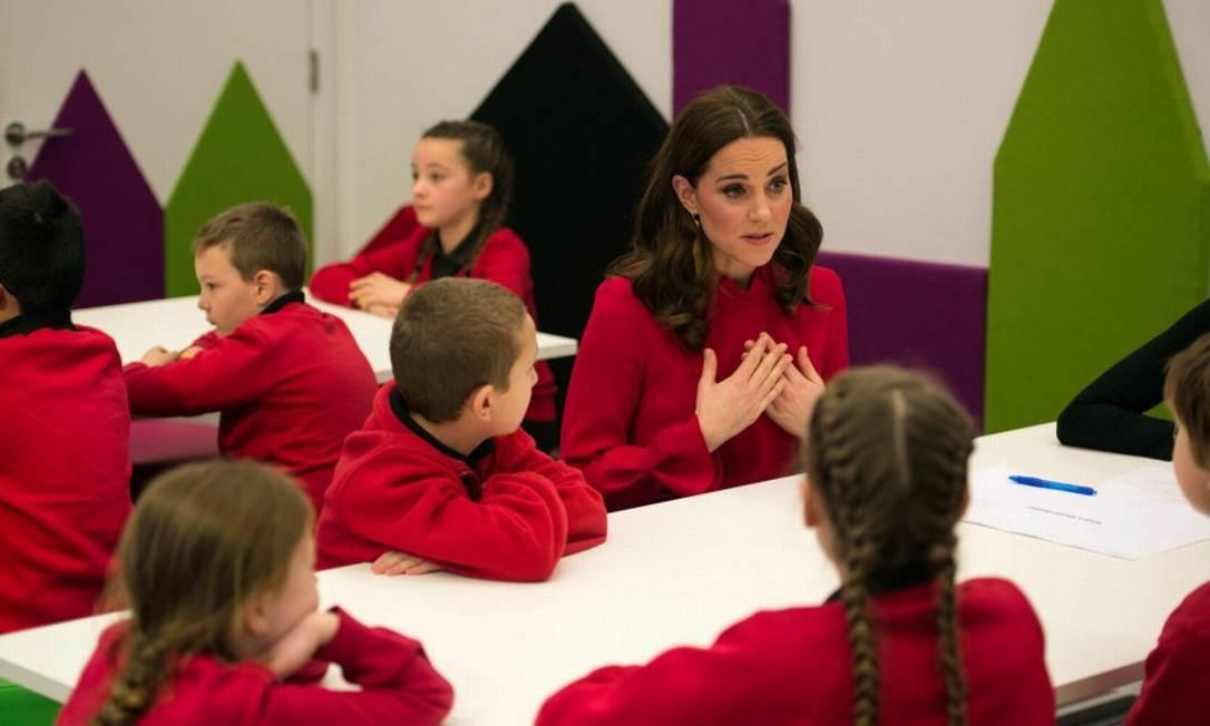 Kate Middleton acompanha visita de crianças ao centro de mídia da BBC durante cúpula mundial de mídia infantil POOL / REUTERS