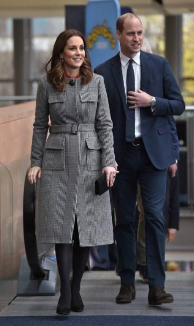 Kate e William chegam ao centro de mídia da BBC, em Salford, Noroeste da Inglaterra Eddie Mulholland / AP