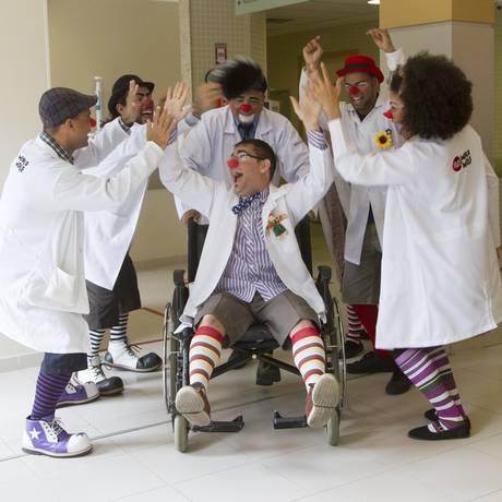 Grupo de voluntários em hospital do Rio