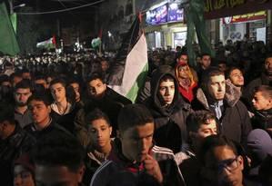Manifestantes apoiadores do Hamas protestam no cmapo de refugiados de Jebaliya, na Faixa de Gaza Foto: Adel Hana / AP
