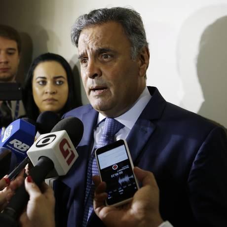 O senador Aécio Neves (PSDB-MG), após reunião da Executiva do PSDB Foto: Michel Filho / Michel Filho/Agência O Globo