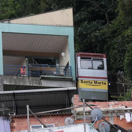 Bonde do plano inclinado parado na estação fechada Foto: Marcio Alves / Agência O Globo