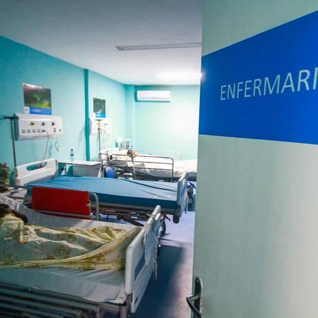 Paciente em leito de hospital em São Gonçalo: soluções para a saúde no Estado do Rio serão debatidas no segundo dia do 'Reage, Rio!', no Museu do Amanhã, na Praça Mauá Foto: Thiago Louza / Agência O Globo