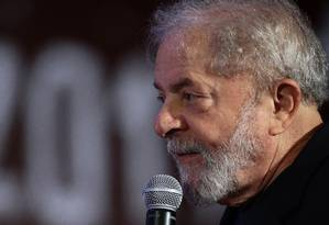 O ex-presidente Luiz Inácio Lula da Silva discursa em congresso do PCdoB Foto: Jorge William/Agência O Globo/19-11-2017