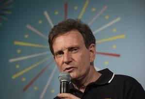 Crivella tem projeto de lei para pagar pensão a servidores que terão provento reduzido Foto: Alexandre Cassiano / Agência O Globo