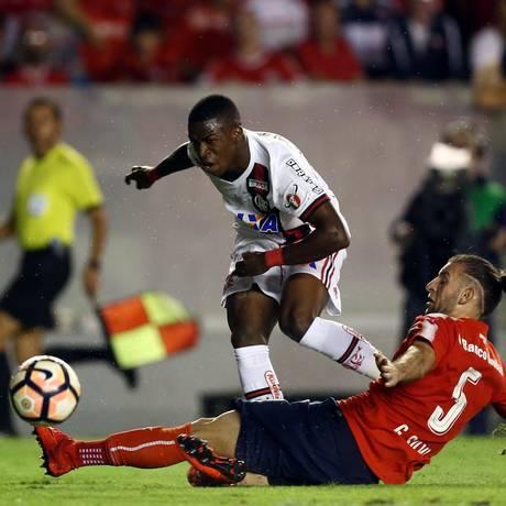 Vinicius Jr entrou no segundo tempo contra o Independiente Foto: MARCOS BRINDICCI / REUTERS