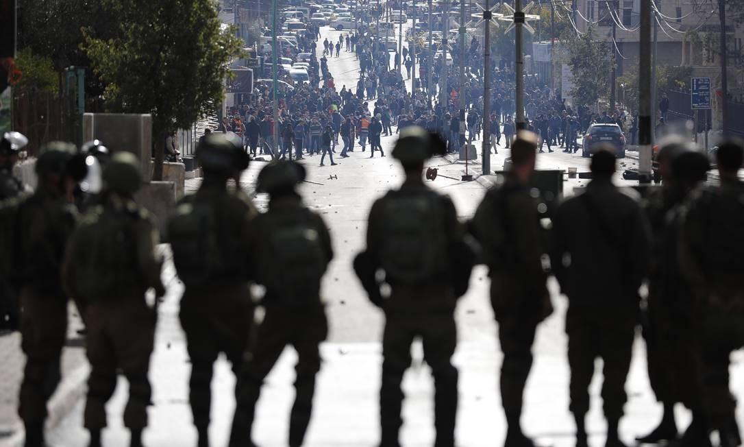 Forças Israelenses impedem passagem de manifestantes no oeste da cidade de Bethlehem THOMAS COEX / AFP