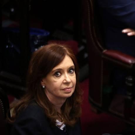 CristinaKirchiner surante cerimônia no Senado Argentino Foto: MARCOS BRINDICCI / REUTERS