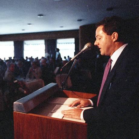 Eduardo Modiano em almoço na Associação Comercial do Rio de Janeiro em 1991, quando era presidente do BNDES. Foto Carlos Wrede / Agência O Globo