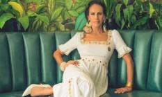 Andréa Dellal usa estido Isabela Capeto, brincos e pulseira Bia Carvalhaes na Obra Ipanema, anel Julia Gastin Foto: Jacques Dequeker