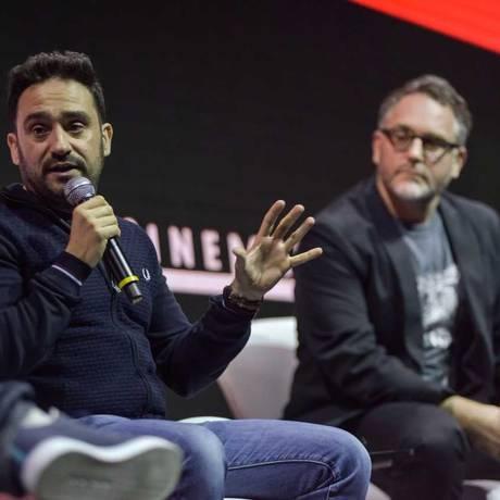 O diretor Juan Antonio Bayona e o produtor e roteirista Colin Trevorrow Foto: Divulgação/ Daniel Deak