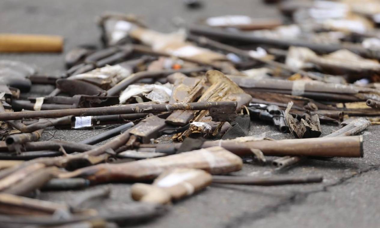 Ainda segundo o general Neiva, cerca de 5% das armas apreendidas podem ser doadas para órgãos de segurança pública Foto: Jorge William / Agência O Globo