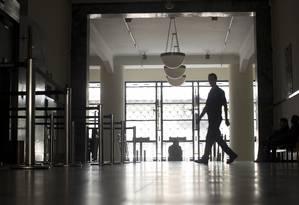 No Ministério do Trabalho — que atualmente é sede do TRT-RJ e tem cinco andares ocupados pela Superintendência Regional do Trabalho e Emprego do Rio de Janeiro (SRTE/RJ) —, as áreas internas foram adaptadas para abrigar varas de segunda instância Foto: Márcia Foletto / Agência O Globo