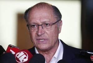 O governador de São Paulo, Geraldo Alckmin, durantre entrevista Foto: Marcos Alves/Agência O Globo/27-11-2017