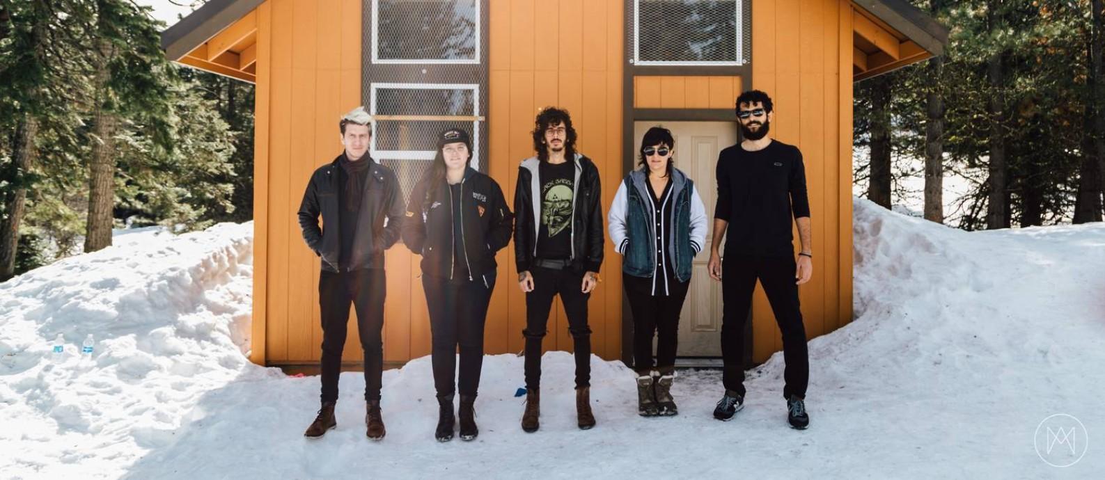 A banda potiguar Far From Alaska lança o álbum 'Unlikely' Foto: Divulgação/Murilo Amancio