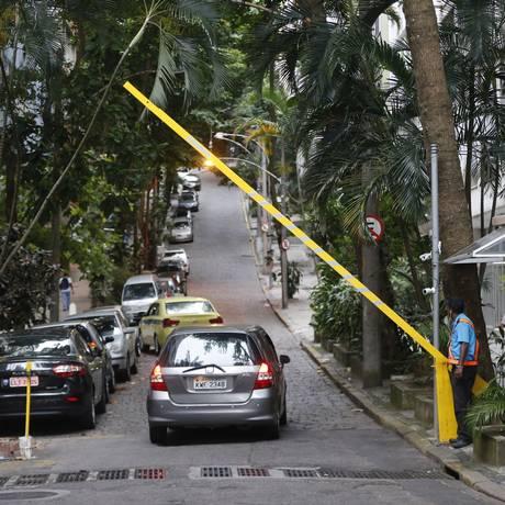 Segurança privada. Ruas em Copacabana usam guaritas e cancelas para diminuir a violência na região Foto: Agência O Globo