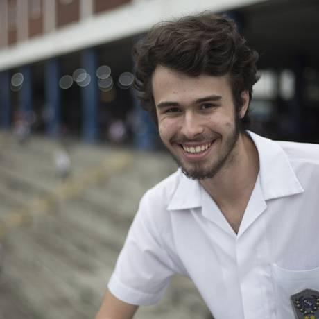 Aluno do Colégio Pedro II de São Cristóvão, Arthur Avelar não abre mão de votar em 2018 Foto: Julio Cesar Guimaraes / Agência O Globo