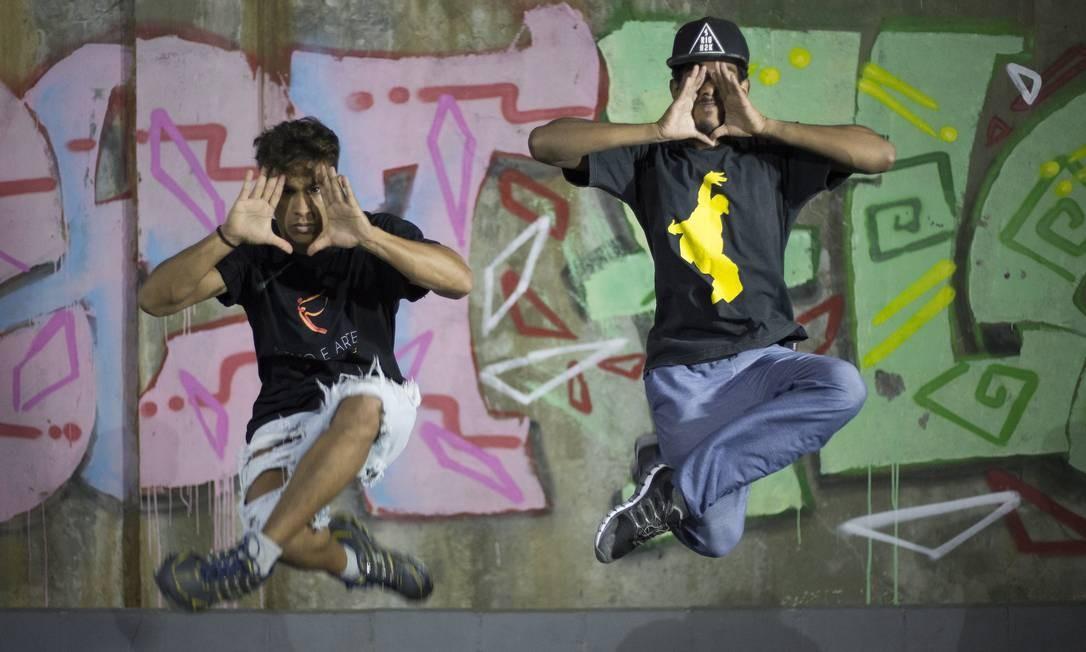 Dança. Alunos de Hip Hop do Vidançar, no Complexo do Alemão: em 2009, eram 12 . Hoje, quase 200 participam e podem aprender também balé clássico Foto: / Julio Cesar Guimarães