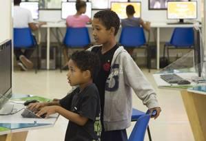 Aprendizado. Crianças na Lan Table da Nave do Conhecimento, em Triagem: 30 mil alunos em nove unidades Foto: Leo Martins / Agência O Globo