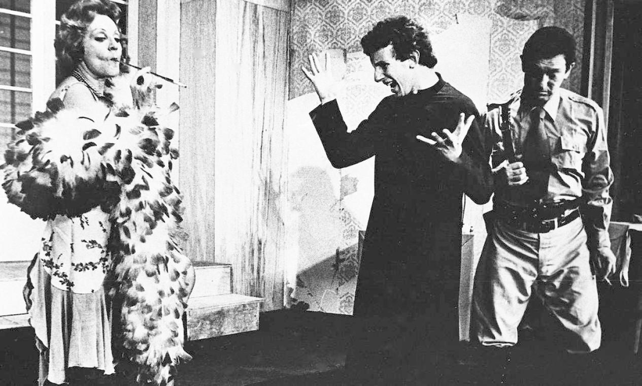 """Mas também realizou trabalhos nos palcos, como a peça """"Padre a Italiana"""", em 1975, em que atuou ao lado de Marco Nanini Foto: José Vasco / Agência O Globo"""