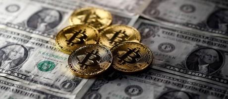 Na última sexta-feira, queda da moeda virtual impulsionou a cotação de outras criptomoedas Foto: Dado Ruvic / REUTERS